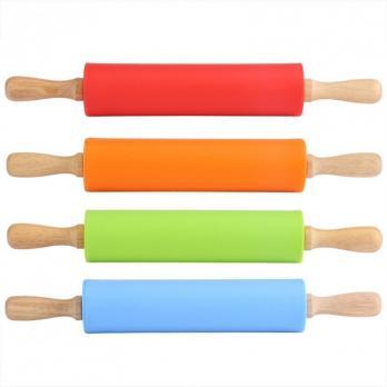 Скалка силиконовая с деревянными крутящимися ручками, Л30см